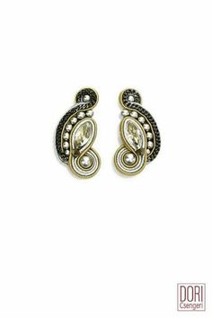 classic & chic bridal clip on earrings with Swarovski crystals, Swarovski pearls, metal chains * clips * length 4 cm * widest part 2 cmSee images of earring closure types here Soutache Jewelry, Beaded Earrings, Diamond Earrings, Bridal Necklace, Bridal Jewelry, Wedding Earrings, Bridal Accessories, Gold Jewellery, Jewelry Art