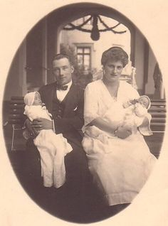 Friedrich of Hohenzollern-Sigmaringen with his family.