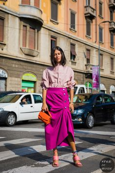 As Milan Fashion Week winds down, we take a look at what the stylish set photographer Acielle Tanbetova saw between shows. Fashion Weeks, Fast Fashion, Look Fashion, Fashion Outfits, Womens Fashion, Fashion Tips, Fashion Websites, Fashion Fashion, Retro Fashion