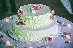 Lemon and strawberries cream, simple cream frosting. Cream Frosting, Strawberries And Cream, Wedding Events, Wedding Cake, Strawberry, Lemon, Wedding Inspiration, Fresh, Simple
