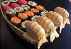 rice krispie sushi ~ photo inspiration ~ fun snacks for kids Dessert Sushi, Sushi Cake, Sushi Cupcakes, Dessert Party, Rice Crispy Treats, Krispie Treats, Sushi Ingredients, Candy Sushi, Party