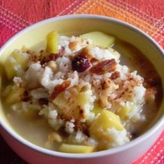 Grundrezept Congee: 100g Süßreis, Basmatireis oder Naturreis 1000g Wasser + (Trocken-)früchte (nach belieben schon beim Kochen dazu)