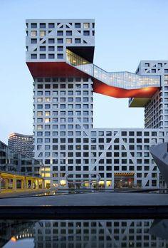 The Linked Hybrid complex, dit gebouw is geschikt om op het plein neer te zetten. het gebouw heeft ongeveer de zelfde structuur als het stadskantoor.