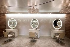 Retreat to a Las Vegas spa oasis of luxury and rejuvenation Girlfriends Guide To Divorce, Beauty Salon Decor, Girls Getaway, Bedroom Layouts, Higher Design, Las Vegas, Salons, Cool Hairstyles, Deserts