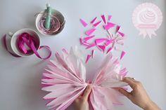 czuję, że nam się budżet skończy zanim ogarniemy dekoracje więc spędzę tydzień robiąc je z papieru i bibuły ^^ w ogóle fajnie byłoby zgarnąć parę osób i tak sobie przy jednym stole gadać i robić origami i kule z tiulu albo bibuły :)