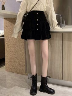 Korean Fashion Shorts, Waist Skirt, High Waisted Skirt, Mix Style, Aesthetic Clothes, Leather Skirt, Girl Fashion, Converse, Kpop