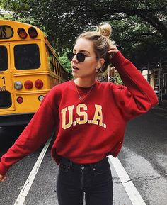 10 Cute Sweatshirts and Sweaters Outfit Ideas to try this season - 1 - Fashion Haul Trendy Fall Outfits, Cute Casual Outfits, Summer Outfits, Summer Ootd Casual, Casual Clothes, Mode Outfits, Girl Outfits, Fashion Outfits, Outfit Goals