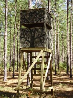 Deer Hunting: 20 Free DIY Deer Stand Plans and Ideas Perfect for Hunting Season. Quail Hunting, Deer Hunting Tips, Deer Hunting Blinds, Coyote Hunting, Turkey Hunting, Archery Hunting, Hunting Stuff, Pheasant Hunting, Hunting Cabin