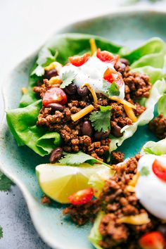 Low carb taco lettuce wraps with taco seasoned meat and black beans. Load up your lettuce wraps with your favorite taco toppings such as cheddar cheese taco sauce tomatoes cilantro sour cream avocado fresh lime juice etc. Recipe via chelseasmessyapron Taco Lettuce Wraps, Taco Wraps, Chicken Rice Recipes, Veal Recipes, Low Carb Tacos, Homemade Taco Seasoning, Cheese Taco, Cheddar Cheese, Healthy Recipes