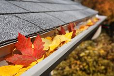 Top tips to select the best way to prevent clogged gutters with gutter guards. Here is a comprehensive list of gutter guard products that claim to prevent clogged gutters and whether the cost is worth it. Home Maintenance Checklist, Pressure Washing, Cleaning Hacks, Gutter Cleaning, Cleaning Solutions, Storage Solutions, Winter House, Autumn Home, Spring Cleaning