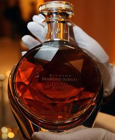 South Korea's most expensive whisky. Cigars And Whiskey, Bourbon Whiskey, Whiskey Bottle, Whiskey Girl, Bourbon Drinks, Irish Whiskey, Alcohol Bottles, Liquor Bottles, Perfume Bottles