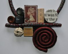 Hand-sewn necklace composed of jersey strips with medaillon composed of vintage buttons and Renoir (La Loge) painting. Loop and button for fastening.  One of a kind piece.  Treat and store with care.  Nice packaging included.  Length: 56 cm (22,60) Medaillon dimensions: 20 x 18 cm (7,90 x 7)   P.S.: To choose my necklace you should not be shy, because once you wear them all eyes roofs lean against.  Engage your friends in the order, this way you can divide your fees!  I can grant you a…