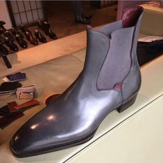 38 Elegant Accessories Every Man Should Own - Fashionetter Mens Shoes Boots, Mens Boots Fashion, Grey Shoes, Sock Shoes, Ankle Boots, Formal Shoes, Casual Shoes, Gentleman Shoes, Mode Blog