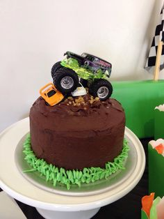 Eggless chocolate monster truck cake for my 3 year old's birthday Festa Monster Truck, Monster Truck Birthday Cake, 4th Birthday Cakes, Homemade Birthday Cakes, Monster Trucks, Birthday Ideas, Monster Jam Cake, Monster Truck Cupcakes, Fondant Cakes