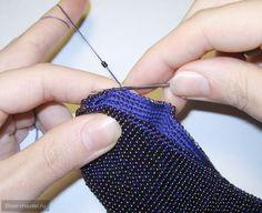 Crochet Beaded Bracelets, Bead Crochet Rope, Crochet Art, Thread Crochet, Crochet Crafts, Crochet Earrings, Crochet Coin Purse, Crochet Purses, Frame Purse