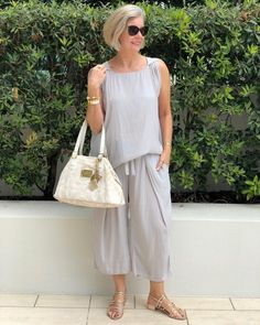 Over 40 Outfits, Cool Outfits, Summer Outfits, Casual Outfits, Sixties Fashion, 60 Fashion, Fashion Over 50, Simple Gowns, Outfits Mujer