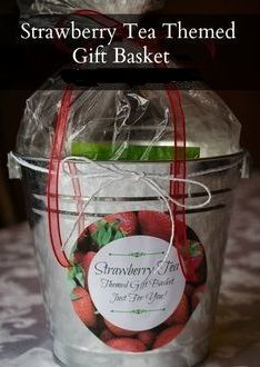Strawberry Tea Themed Gift Basket ~ Ideas and printable for creating a DIY gift basket filled with homemade and purchased items perfect for a strawberry tea! Jar Gifts, Food Gifts, Craft Gifts, Themed Gift Baskets, Diy Gift Baskets, Basket Gift, Homemade Christmas Gifts, Homemade Gifts, Strawberry Tea