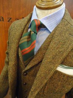 Three-piece tweed suit with an oxford cloth shirt and a wool tie. This is how you wear a tweed suit. Sharp Dressed Man, Well Dressed Men, Tweed Suits, Mens Suits, Costumes En Tweed, Mode Costume, Style Masculin, Style Outfits, Herren Outfit