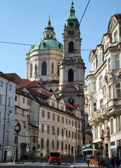 Iglesia de San Nicolás en el barrio Mala Strana de Praga