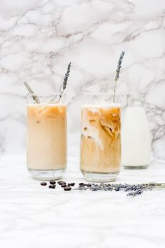 I love good coffee recipes iced, and this lavender latte recipe is one of my favorites! It's an insanely easy iced coffee recipe even though it looks like the gorgeous, complicated diy iced coffee recipes or latte recipe you'd order at an upscale coffee Healthy Coffee Drinks, Coffee Drink Recipes, Easy Drink Recipes, Yummy Drinks, Cocktail Recipes, Lavender Latte Recipe, Iced Coffee At Home, Coffee Art, Cappuccino Recipe