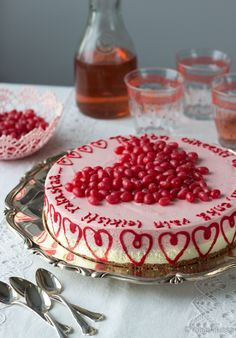Mansikkaherkkis | Reseptit | Kinuskikissa Pastry Cake, No Bake Desserts, Cake Decorating, Decorating Ideas, Cake Recipes, Raspberry, Cheesecake, Baking, Fruit