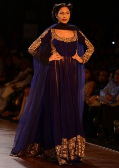 Manish Malhotra heavy ethnic collection inspired bythe silhouettes of royality at PCJ Delhi Couture Week 2013 MM53 - Kalkifashion.com