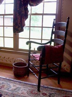 Amercian Colonial ~theprimitivestitcher~ love the stenciling Primitive Living Room, Primitive Country Homes, Primitive Decor, Weathered Furniture, Colonial Furniture, Home Furniture, Country Decor, Country Living, Colonial Decorating