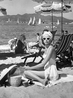 Grace Kelly    now thats style on the beach