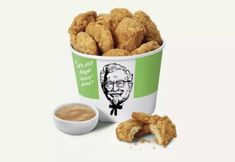 "KFC is testing fried ""chicken"" made with faux meat, the chain announced on Monday. The chain teamed up with Beyond Meat to make Beyond Fried Chicken. The plant-based fried ""chicken"" will be available at a single KFC in Atlanta starting on Tuesday. Kfc, Vegan Fries, Vegan Burgers, Beyond Meat Chicken, Vegan Fast Food Options, Vegan Fried Chicken, Chicken Protein, Baked Chicken, Burger King"
