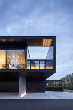 Offices Groep Versluys by Govaert & Vanhoutte