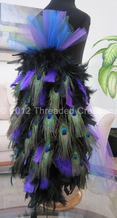 Peacock Feather Bustle Tail- possible Halloween costume idea. Peacock Feather Bustle Tail- possible Mardi Gras Outfits, Mardi Gras Costumes, Carnival Costumes, Cool Costumes, Sister Costumes, Costume Ideas, Peacock Halloween Costume, Halloween Kostüm, Holidays Halloween