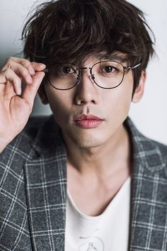 Actor Ki Tae-young will be appearing on the new Monday-Tuesday drama 'The Eccentric Daughter-in-Law' (written by Yoo Nam-kyeong, Moon Seon-hee and directed by Lee Deok-geon). Asian Actors, Korean Actors, Creating Destiny, Ki Tae Young, Han River, Live In Style, Daughter In Law, Reasons To Live, Flower Boys