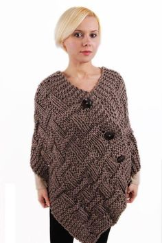 Different Easy Knitting Poncho Making , Poncho Knitting Patterns, Easy Knitting, Loom Knitting, Knit Patterns, Knitting Tutorials, Poncho Shawl, Knitted Poncho, Crochet Shawl, Knit Crochet