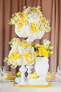 Gorgeous yellow centerpieces. Photo by Perez Photography. www.wedsociety.com #centerpieces