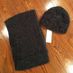 S Oliver Infinity scarf and matching hat I bought this overseas, scarf worn once, hat never worn. Great Quality! S Oliver Accessories Scarves & Wraps