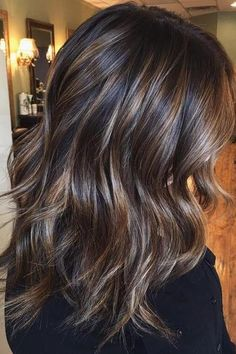 Ribbon Highlights Are The Latest Hair Trend Were Obsessed With 2020 Hair Trends Hair highlights Latest obsessed ribbon trend Brown Ombre Hair, Ombre Hair Color, Brown Hair Colors, Hair Color Ideas For Black Hair, Fall Hair Colors, Brown Blonde Hair, Winter Hairstyles, Pretty Hairstyles, Wig Hairstyles