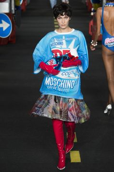 Moschino - Spring/Summer 2016 Ready-To-Wear - MFW (Vogue.co.uk)