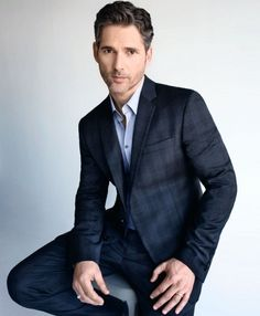 Guy Ritchie's Knights of the Round Table has found its Uther Pendragon: Eric Bana will play the father of King Arthur in the upcoming fantasy, which already stars Charlie Hunnam as the title role and Astrid Bergès-Frisbey as Guinevere, while Jude Law and Djimon Hounsou are reportedly in talks to join as the main villain and the lead character's mentor respectively.