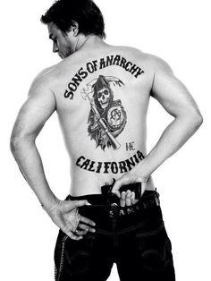 Sons of Anarchy Charlie Hunnam as Jackson 'Jax' Teller Showing Back Tattoo Pulling Weapon 8 x 10 Photo Serie Sons Of Anarchy, Sons Of Anarchy Samcro, Brad Pitt, Marshall, Charlie Hunnam Soa, Girls Ask, Jax Teller, Hommes Sexy, Raining Men