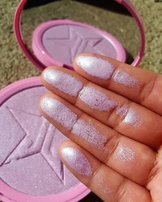 "29.5 k mentions J'aime, 157 commentaires - Jeffree Star Cosmetics (@jeffreestarcosmetics) sur Instagram : ""Ultraviolet unicorn vibes  #Neffree #SkinFrost is the blinding highlighter of our dreams!  From…"""