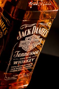 J ack Daniels & Harley Davidson Have Always Gone Together. These empty Jack Daniel's bottles will have two sides professionally laser engraved with one of our designs of your choice. Whiskey Girl, Whiskey Sour, Scotch Whiskey, Irish Whiskey, Jack Daniels Logo, Jack Daniels Bottle, Bourbon Whiskey Brands, Bourbon Drinks, Bebidas Jack Daniels