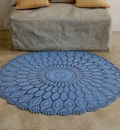 beautiful rug!! - the free pattern may be found here (you have to register): http://www.phildar.fr/modele-tricot-gratuit.r.html*