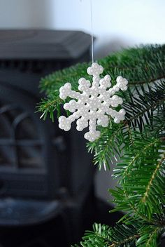 strijkkralen in de boom