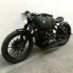 79 Astonishing Classic BMW & A classic BMW . BMW Cafe Racer Tout est dans le titre, velo, moto et autre! Bike Bmw, Cafe Bike, Cafe Racer Bikes, Cafe Racer Motorcycle, Moto Bike, Bmw Motorcycles, Vintage Motorcycles, Custom Motorcycles, Women Motorcycle