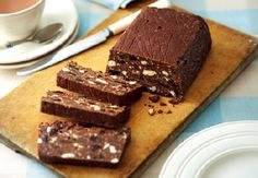 chocolate biscuit cake (easy to make vegan) Chocolate Biscuit Cake, Tasty Chocolate Cake, Chocolate Treats, Chocolate Recipes, Just Desserts, Delicious Desserts, Yummy Food, Poke Cakes, Dump Cakes
