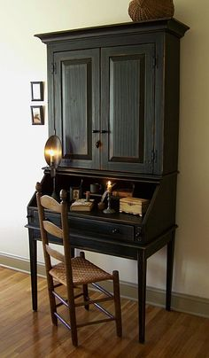 Vintage French Soul~FARMHOUSE – INTERIOR – vintage early american decor is perfect for a farmhouse room like this antique writing desk. Colonial Furniture, Primitive Furniture, Country Furniture, Vintage Furniture, Painted Furniture, Colonial Chair, Black Furniture, Fine Furniture, Bedroom Furniture