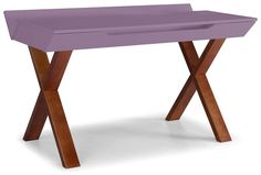 A Escrivaninha Estúdio une funcionalidade e muito charme em seu design. Fabricado em madeira maciça de reflorestamento (Taeda) no corpo e portas em MDF. Pintura em lasca fosca. Produto entregue semi-montado.