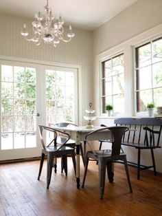 French Canvas -layered whites instead of color - helps keep things warm while emphasizing architectural details. BM French Canvas on walls, Swiss Coffee on ceiling. Best Interior Paint, Interior Paint Colors, Paint Colors For Home, Interior Design, Interior Ideas, Neutral Paint Colors, Wall Colors, Canvas Home, Canvas Walls