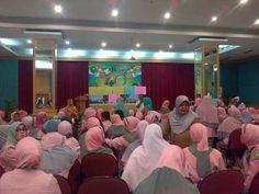 Riau Book - Sejumlah pegawai Rumah Sakit Umum Daerah (RSUD) Arifin Ahmad yang terdiri dari dokter, perawat dan tenaga kesehatan…