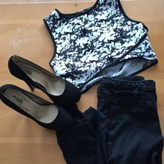 ⬜️Black and White Crop top◾️ NWOT, only worn a couple times. The crop is too short on me, but it was very comfortable for me to wear. It's very true sized L, and It is so cute, I just needed it to be longer!! It can be worn with high waisted skirts, or pants. Just be warned the crop top will show your belly button, and does completely cover all the way to a bust line. Forever 21 Tops Crop Tops